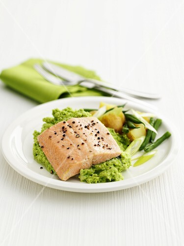 Salmon fillet on pea puree