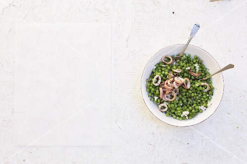 Peas with squid rings