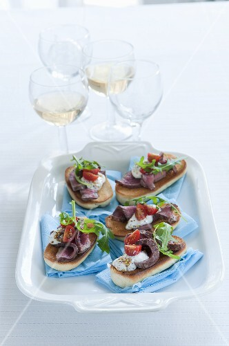 Open faced sandwiches with roast beef