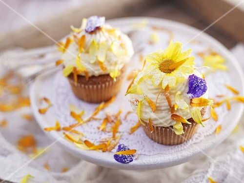 Cupcakes with edible flowers