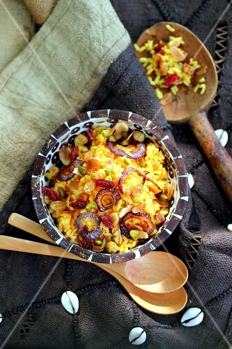 Saffron rice with red onions and dried fruit