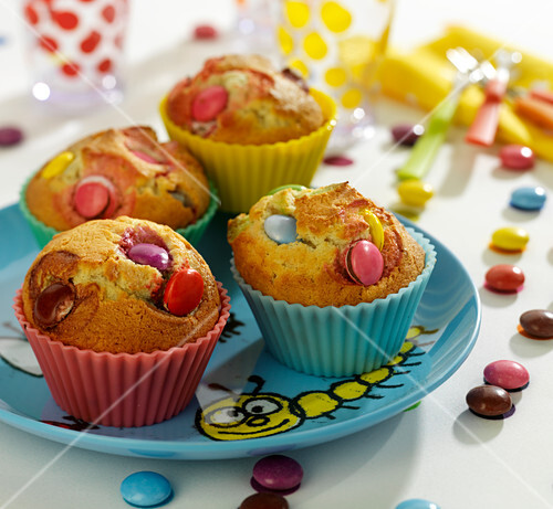 muffins mit smarties bild kaufen 60359391 stockfood. Black Bedroom Furniture Sets. Home Design Ideas