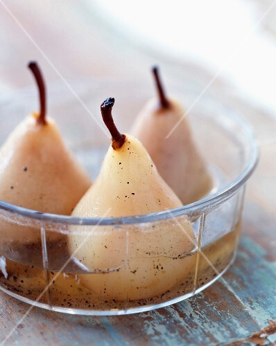 Pears in vanilla-flavoured syrup