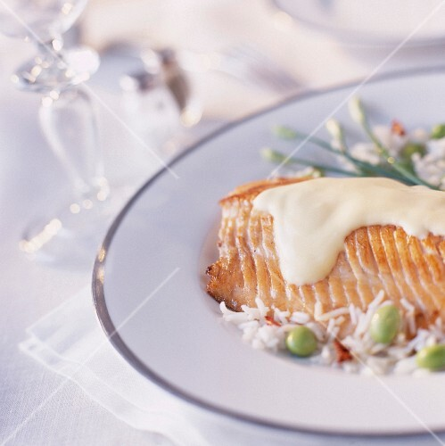 Salmon steak with hollandaise sauce