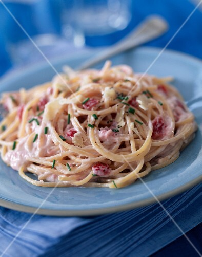 Spaghetti with strawberries and mascarpone