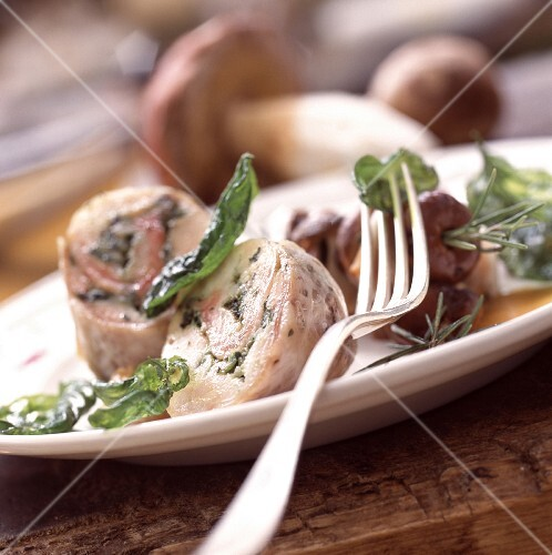 Roasted rabbit saddle en Caillette