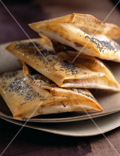 Goat's cheese in filo pastry with black poppy seeds