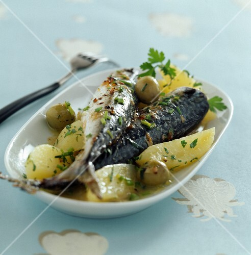 Braised mackerels with lemon