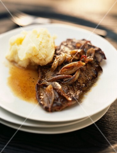 Flank of beef with shallots and homemade mashed potatoes