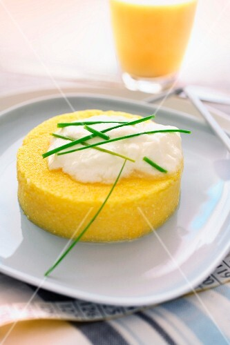 Polenta cake with yoghurt and chives