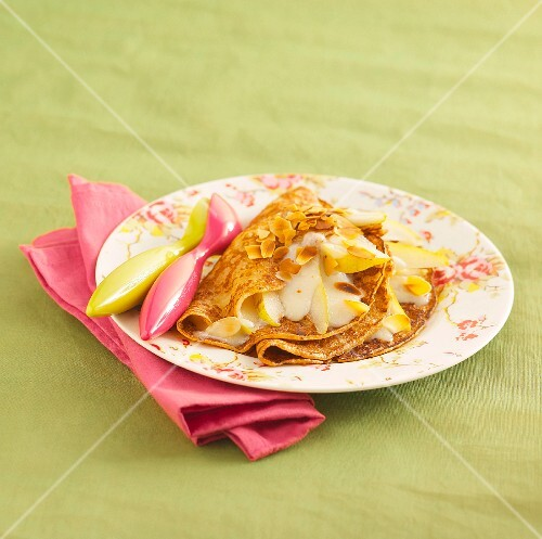 Crepes with pears and almond cream