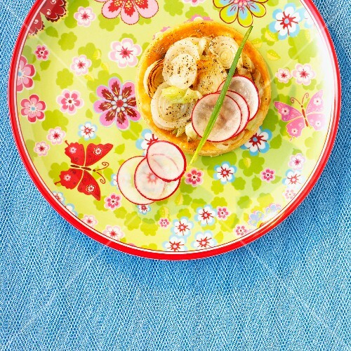 Onion and radish tartlet