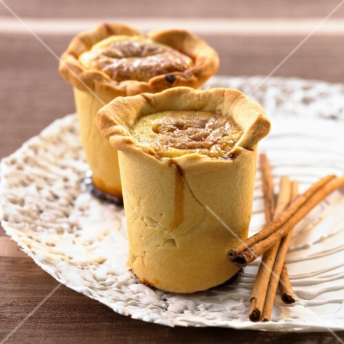 Darioles (filled, cup-shaped pastries, France)