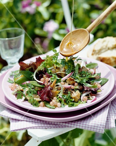Smoked mackerel and white currant mixed salad