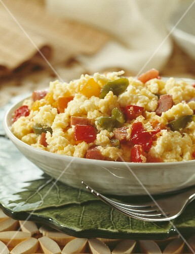 Scrambled eggs with peppers, tomatoes and garlic