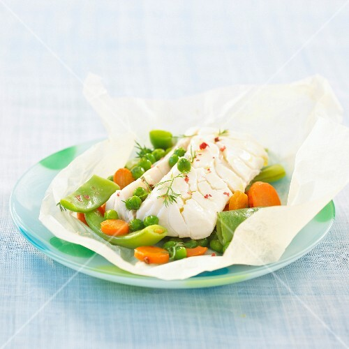 Cod and vegetables cooked in wax paper