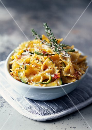 Farfalle with zucchinis and saffron