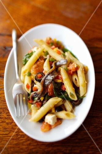 Penne, anchovy,pepper and basil fricassée