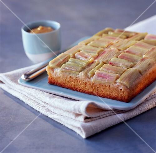rhabarber bananen kuchen mit zimt bild kaufen 60149779 stockfood. Black Bedroom Furniture Sets. Home Design Ideas
