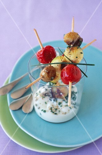 Grilled vegetable mini brochettes with chive dip