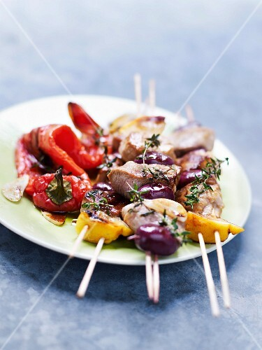 Filet mignon, onion and olive skewers