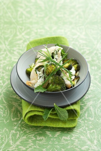 Chicken breast with fresh goat's cheese and herbs