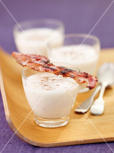 Cream of cauliflower soup with streaky bacon