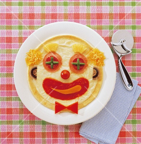 Clown face-shaped pizza