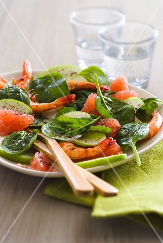 Spinach,shrimp,apple and grapefruit salad