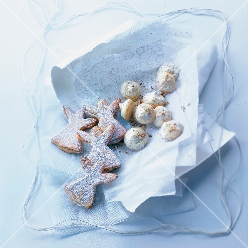 Small hazelnut meringues and angel-shaped cookies