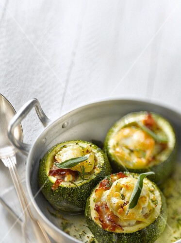 Round zucchinis stuffed with goat's cheese