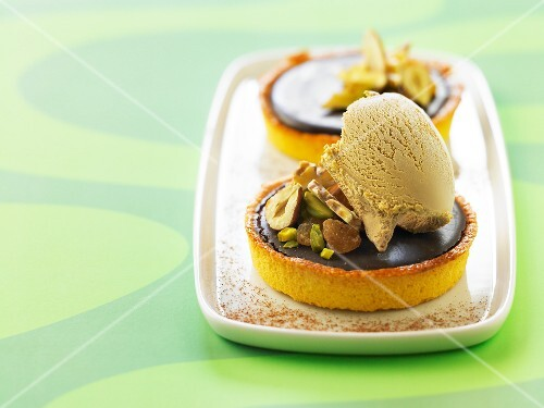 Chocolate and dried fruit tartlet with licorice ice cream