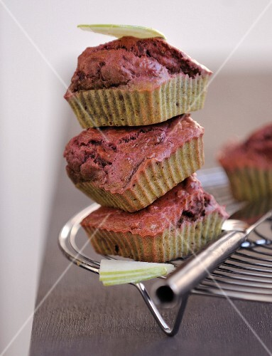 Beetroot and green apple muffins