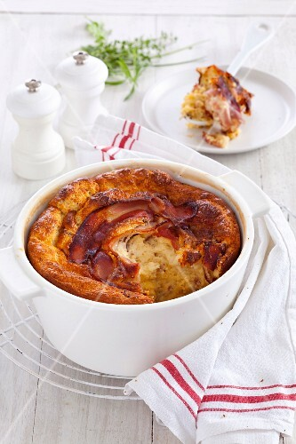 Soufflé with onions, bacon and cheese