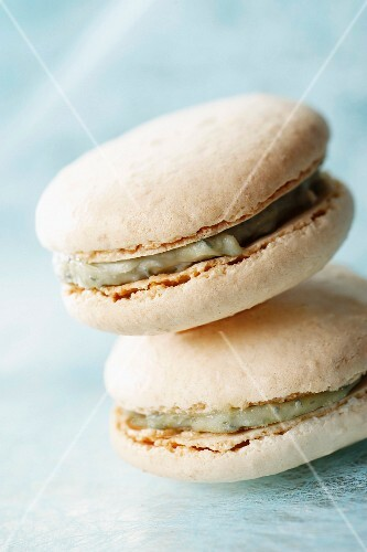 Gex blue cheese and walnut savoury macaroons