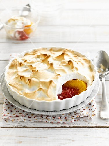 Baked peaches and raspberries with meringue topping