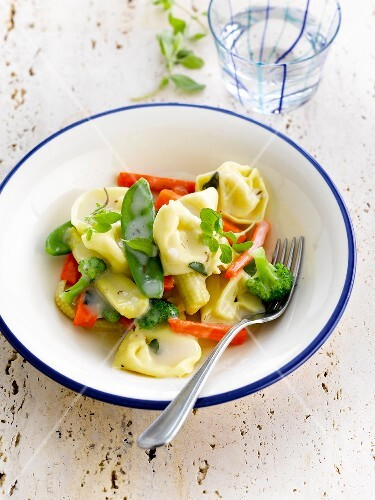 Tortelloni with spring vegetables