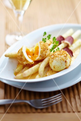 White asparagus with duck magret and breaded soft-boiled eggs