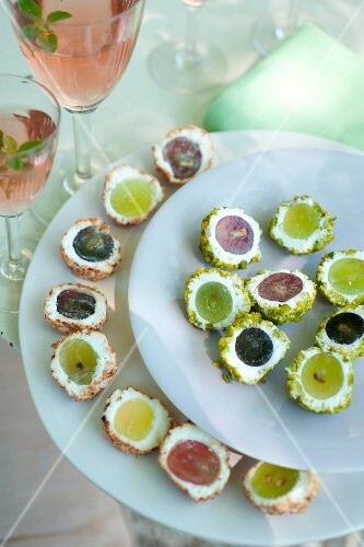 Cream cheese and grape bites with crushed grilled pistachios and hazelnuts