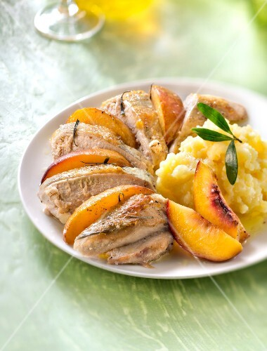 Guinea-fowl supreme with nectarines and mashed potatoes with olive oil