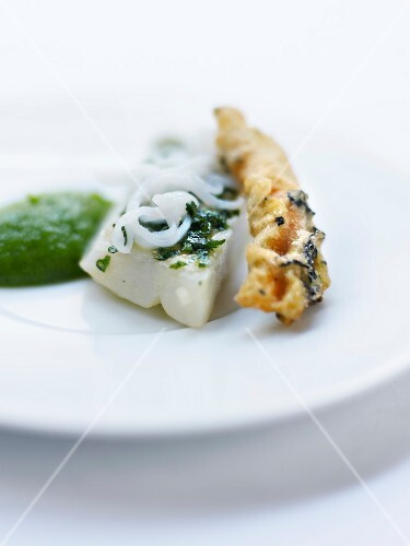 Barbel with chopped parsley,pureed zucchinis and tea-flavored zucchini flower fritter