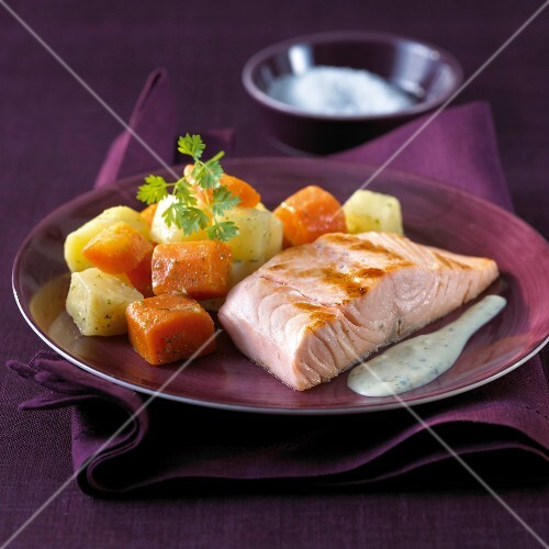 Grilled salmon with creamy herb sauce,stewed carrots and potatoes