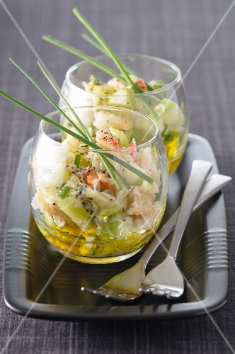 Acidulated crab and kiwi salad