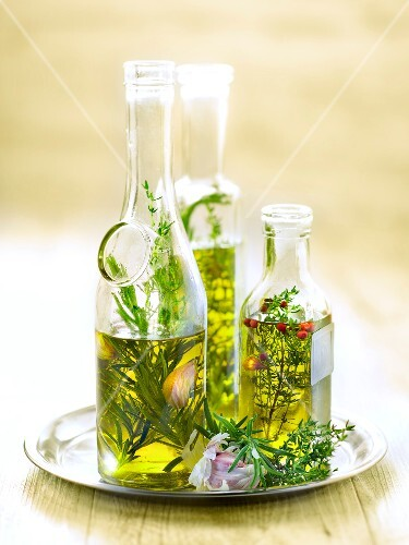 Thyme and rosemary-flavored oil