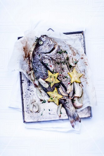 Baked sea bream with vanilla and star fruit