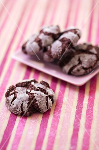 Crackled chocolate cookies