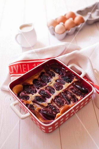 Quetsch plum and rice milk batter pudding