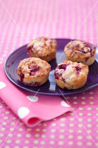 Fromage blanc and raspberry muffins