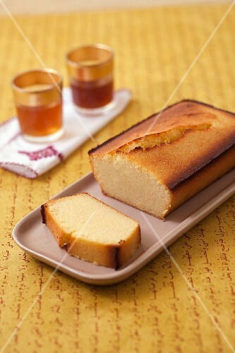 Semolina loaf cake with lemon and ginger