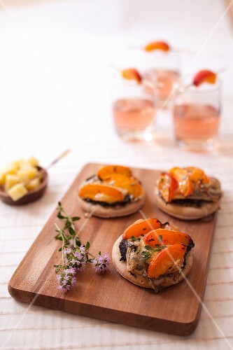Tapenade,goat's cheese and apricot mini pizzas